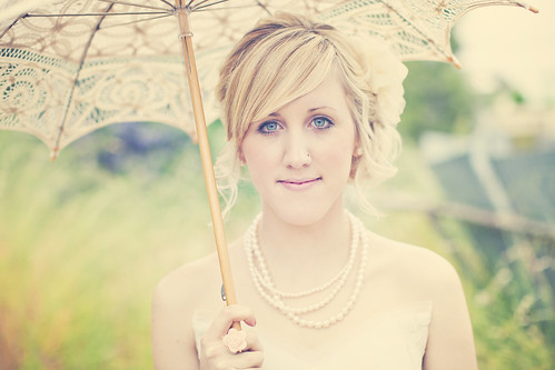 [Free Image] People, Women, Event / Leisure, Wedding, Wedding Dress, Australian, Umbrella, Blonde, 201105111500