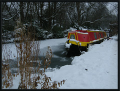 snow at Hythe Bridge Moorings (Isisbridge) Tags: city uk winter red england urban snow english ice boat town canal frozen december britain freeze oxford mooring british jericho oxfordshire narrowboat waterway towpath kilsby rewley hythebridge