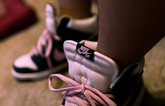 Oh So Shy (Instant Vantage) Tags: pink leather canon eos shoes skateboarding f14 shy sneakers nike 7d kicks 24mm sb pinks dunks dunk sbs obsidian canonef24mmf14liiusm