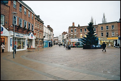 Gainsborough Market Place (& Christmas Tree) (tatrakoda) Tags: old england urban history film 35mm town nikon kodak christmastree lincolnshire marketplace f5 gainsborough ektar silverstreet kodakektar 10millionphotos ektar100 dn21