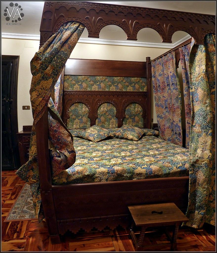 Bedroom at the family castle in Teruel (Panoramic view) / Dormitorio en el castillo familiar en Teruel (vista panoramica)