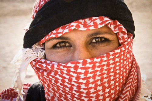 Syria Bedouin Woman [Photo by Marc Veraart] (CC BY-SA 3.0)