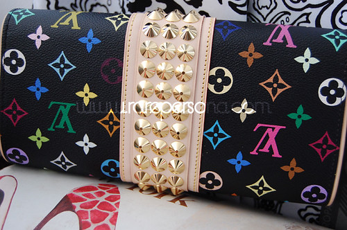 SHOPPING: LV Clutch Backside.