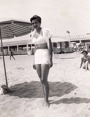 Bathing Beauty, Jones Beach, 1950 (Robert Barone) Tags: clara family newyork vintage 1950s jonesbeach barone fotodepoca