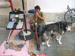 Suonatore di didgeridoo davanti al duomo di Salisburgo (Valerio_D) Tags: life salzburg strange austria österreich didgeridoo salisburgo mygearandme mygearandmepremium 2010estate aziziden soulopeople2 soulopeople3 soulopeople4