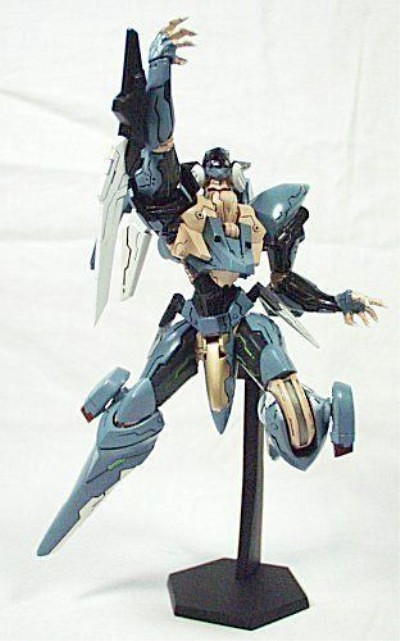 Revoltech-Zone-Of-Enders-Jehuty-06_1295134737 400x641