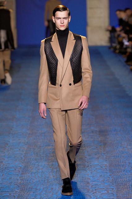 FW11_Milan_Versace018_Adnan Djinovic(VOGUEcom)