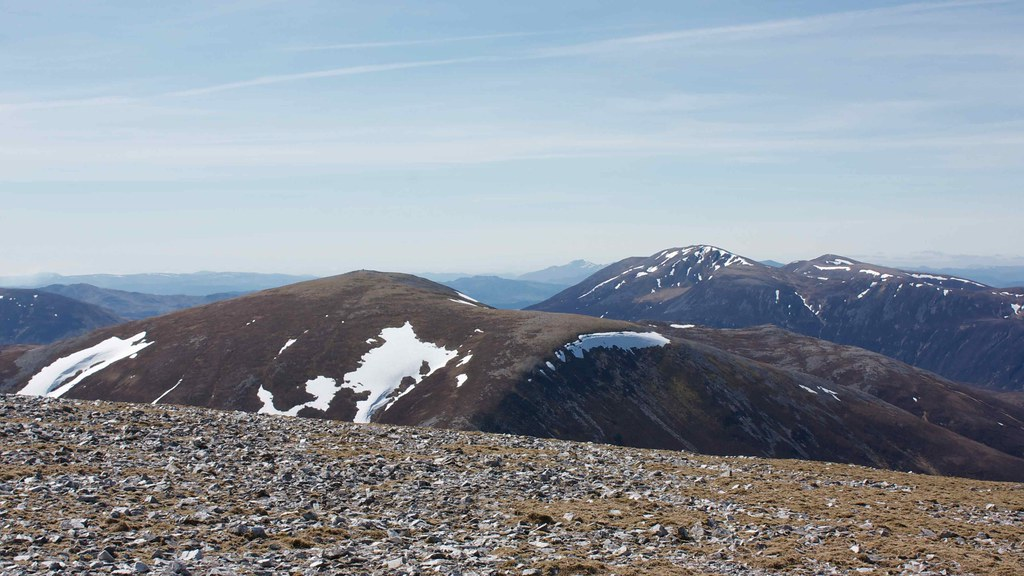 Carn and Righ and Beinn a' Ghlo