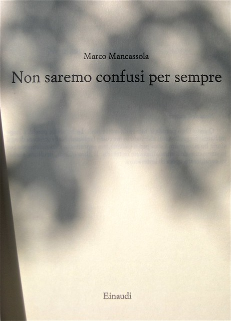 Marco Mancassola, Non saremo confusi per sempre, Einaudi 2011; Progetto grafico di Bianco, alla cop.: foto Stephen Carrol / Trevillon images; frontespizio (part.), 1