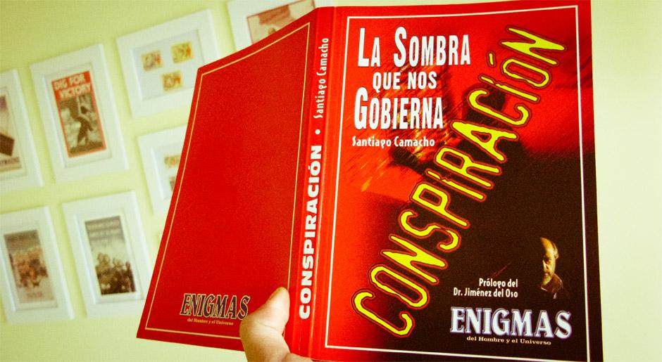 Fotografía del libro Conspiración, de Santiago Camacho, regalado con la revista Enigmas en diciembre de 1997
