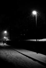 sous la neige (sdzn) Tags: street night photo shoot voigtlander bessa lausanne 400 pan f11 nokton orwo r2a nokton50mm voigtlanderbessar2a sdzn