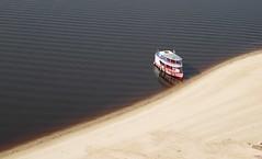 La Nave Vá (Luiz C. Salama) Tags: brazil praia beach brasil canon river boat barco playa manaus regional amazonas amazonia g11 rionegro folclore nativo ribeirinho freshwaterbeach praiaderio