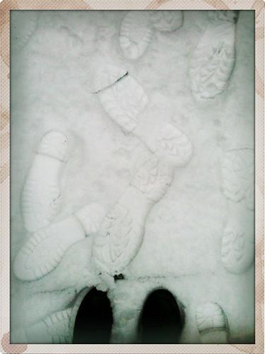 Onze voetstappen in de sneeuw