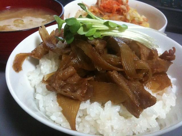 豚バラゴボウ丼、うまい! #jisui