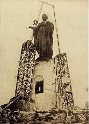 en 1909 se instaló la Virgen en la cumbre del cerro San Cristobal