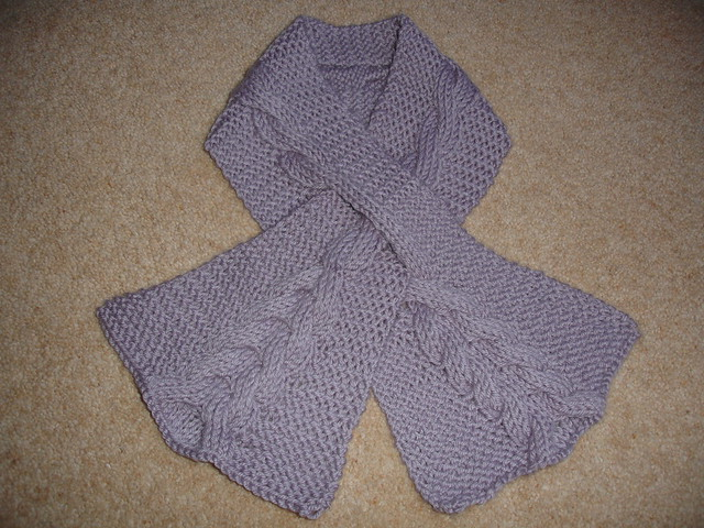 Cabled keyhole scarf 002