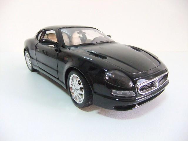Maserati 3200 GT Coupe (1998-2001). Gold Collezione. Escala 1/18.