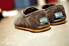 Toms | Minolta Maxxum 7000 (josh//chitwood) Tags: city urban film 35mm vintage circle 50mm grey focus minolta bokeh indianapolis indy indiana roll hd toms cvs maxxum waxed 7000 cordones naptown kodack
