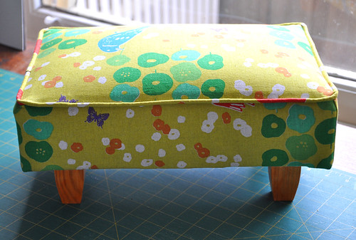footstool after (echino)