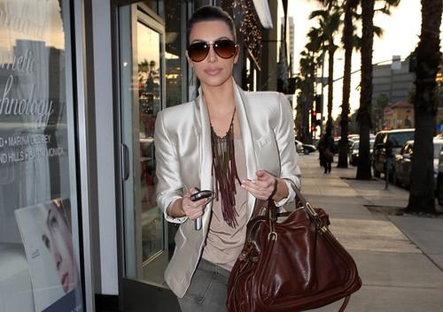 Kim+Kardashian+Kim+Kardashian+Gets+Facial+iSu4sSiKrssl