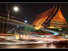 The Night Lights.. (PNike (Prashanth Naik)) Tags: road street longexposure building art architecture thailand temple nikon nightlights shot nightshot streetlamps streetlights bangkok buddha thai lighttrails wat watpho lightrays vehicleszoomingby pnike
