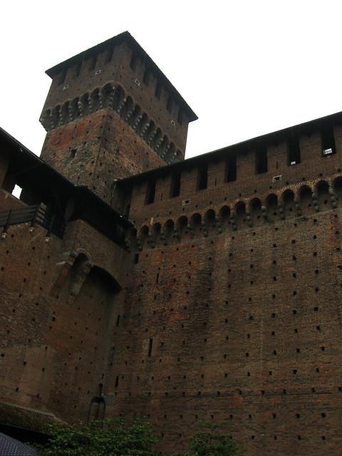 スフォルツェスコ城の城壁のフリー写真素材