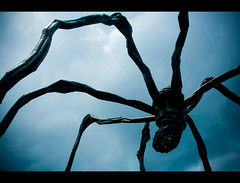 "Ottawa Giant Spider : ""Maman"" by Louise Bourgeois (Cyrielle Beaubois) Tags: sculpture ontario canada macro art architecture canon eos spider dc ottawa sigma maman louisebourgeois araigne 1770mm f2845 400d eos400d sigma1770mmf2845dcmacro cyriellebeaubois"
