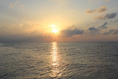 Paradise Sunrise (Simone Lovati) Tags: morning sea sunrise maldives