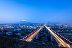 Separate Ways (Yuga Kurita) Tags: japan highway fuji mount fujisan expressway shizuoka 富士山 mtfuji tomei fujiyama 高速道路 富士 静岡県 東名 第二東名 elevatedexpressways