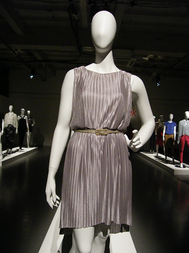 Very press day highlights silver pleated dress