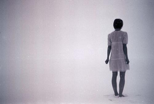 フリー写真素材, 人物, 女性, 人と風景, 雪, 後ろ姿, ショートヘア,