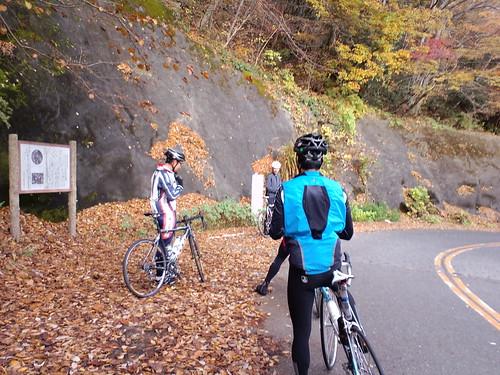 落ち葉の牧馬峠