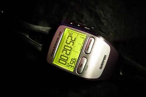 3.5km 20min また膝が痛くなった。前回よりも早く、3km程度でダメだった。原因が分からない。オーバーユースではない。フォームが悪いにしても、3.5kmで痛みが出るほど悪いとも思えない。気分的に落ち込む。精神的ダメージ、これが一番きく。趣味でやっているのに精神的にダメージがあるとか、ストレス源であるとか、ちょっと根本的におかしいと感じ始めている。