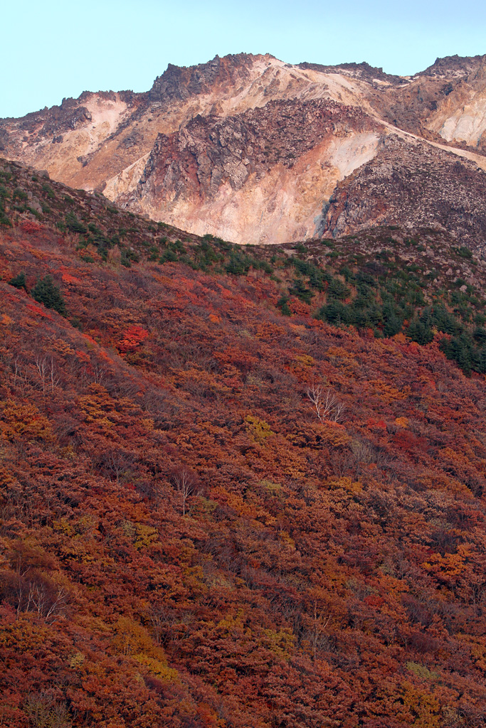 Mt. Esan with scarlet-tinged leaves