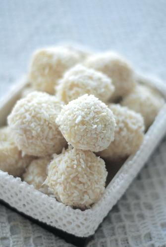 coconut truffles (homemade raffaello)/kookostrühvlid (kodune raffaello)