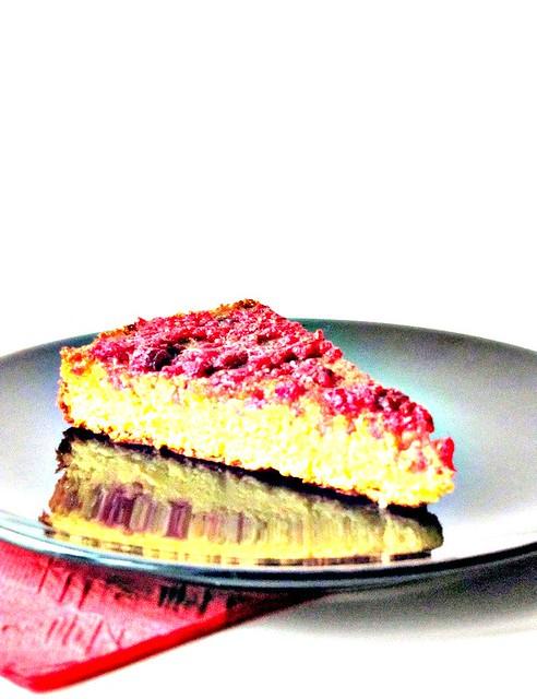 Gateau di Cocco e Cioccolato Bianco alla Vaniglia con Coulis di Lamponi