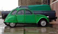 "Like a ""duck"" in the water (Amsterdam RAIL) Tags: auto green wet car rain amsterdam groen pluie nat citroën vert voiture coche 2cv ente regen eend bagnole deuche amsterdamrail"
