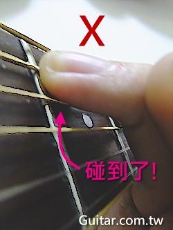 手指碰到其他弦