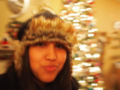 Sister (Fernando Lenis) Tags: christmas pen lens lumix photos presents fernando 17 20mm lenis epl1