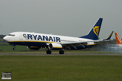 EI-DYP - 37515 - Ryanair - Boeing 737-8AS - Luton - 100428 - Steven Gray - IMG_0537