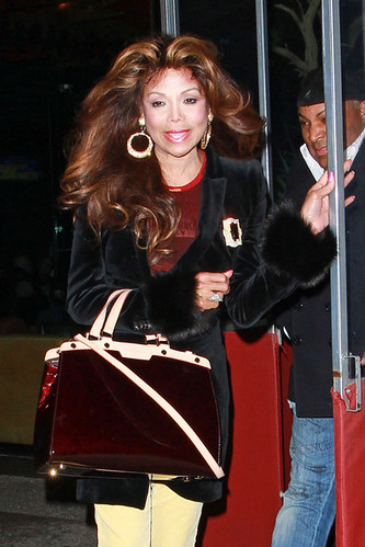 hot gyal latoya jackson struting her stuff