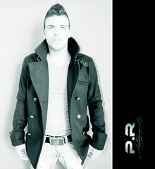 Rafa Madera (lll) (Pablo  Ronald) Tags: boy portrait monochrome retrato adolescente tshirt jeans chico rafa mirada camiseta vaqueros pullbear volcom abrigo pullandbear moncromo pabloronald rafamadera