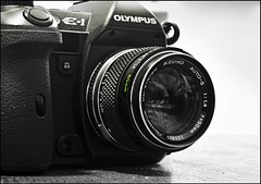 Mis juguetes (Adisla) Tags: macro lens 50mm ar f14 olympus panasonic mf cerca konica manual 40mm om f18 e1 zuiko hexanon dmcg1