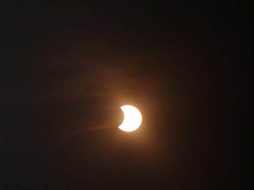 Eclipse a la mitad casi en el máximo.