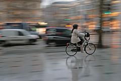 Avenue des Champs Elysées - Paris (France) (Meteorry) Tags: blur paris france cars rain bike movement europe january champs pluie panning bicyclette champselysées vélo voitures 2011 meteorry avenuedeschampselysées