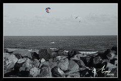 (Acaymo Santana) Tags: sea beach see muelle mar fly spring nikon rocks surf stones playa kitesurfing comet kitesurf rocas comets ver piedras cometa volar cometas