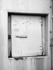 Luftschutzklappe (horseandbikeride) Tags: deutschland bunker beton wilhelmshaven niedersachsen weltkrieg zivilschutz virchowstrase werftkrankenhaus gasklappe