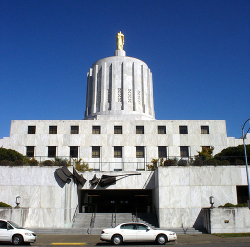 606px-Oregon_State_Capitol_building