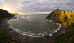 Abriendo angular (Chin Chinau) Tags: sol del de atardecer mar asturias playa cudillero silencio rayos cantabrico gavieru