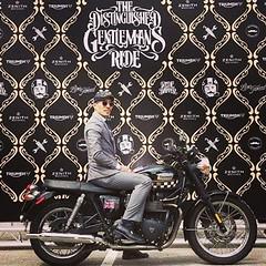 The Distinguished Gentleman's Ride,2016/09/25, 難得有機會穿的這麼正式騎重機,西裝、皮帽、皮領結,一整個老味英倫風 (Vincent-Lin) Tags: instagramapp square squareformat iphoneography uploaded:by=instagram mayfair gentleman ride triumph majorlin